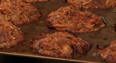 Muffin con tritato e verdure
