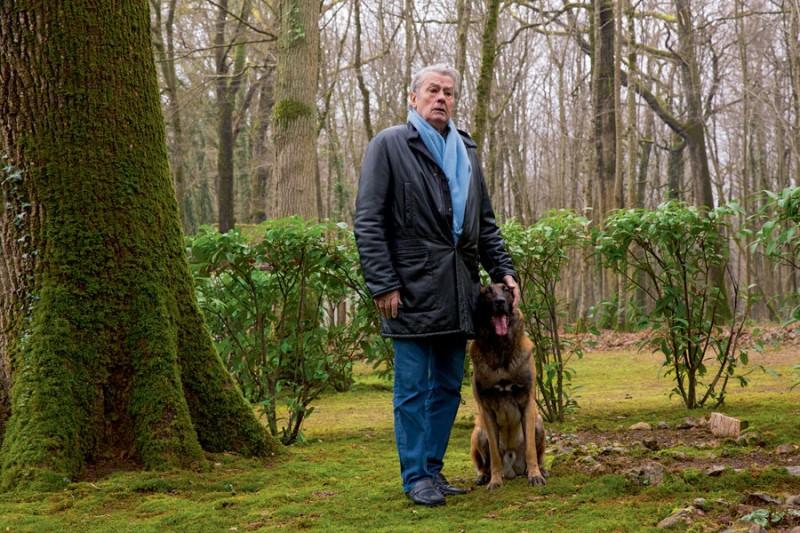 Alain Delon, dichiarazioni assurde: quando morirò, uccidete il mio cane